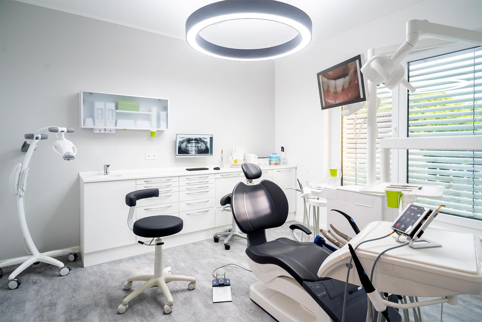 Behandlungszimmer Zahnarzt Makowski Dortmund